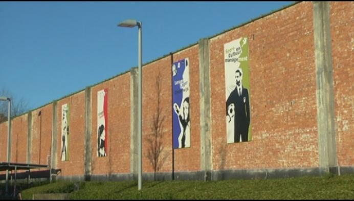 Leerlingen Heilig Graf fleuren muur Thomas More op