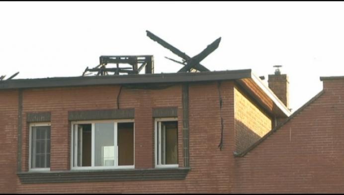 Uitslaande brand verwoest gezinswoning in Schriek