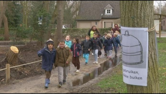 Basisschool Blaasveld houdt klimaatmars in pyjama