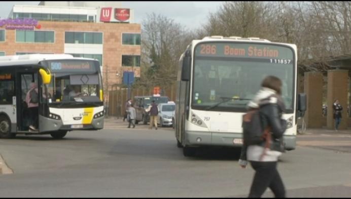 Politie Mechelen controleert busgebruikers