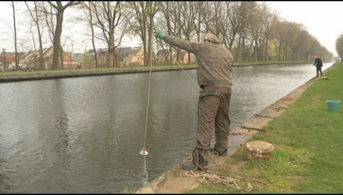 Magneetvisser Vincent houdt kanaal Turnhout proper