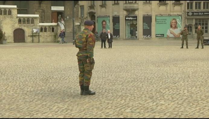 Militairen gehuldigd voor bescherming tijdens terreur