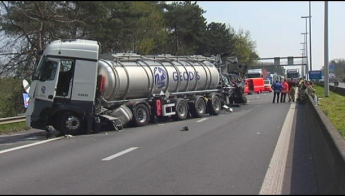 Fileleed op E313 door dodelijk ongeval met drie vrachtwagens