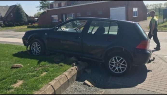 Overvallers crashen in Putte: massale inzet politie
