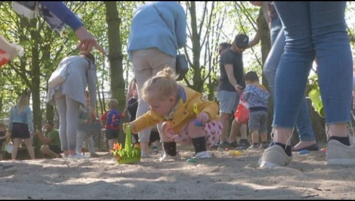 600 kinderen rapen paaseitjes in Olmense Zoo