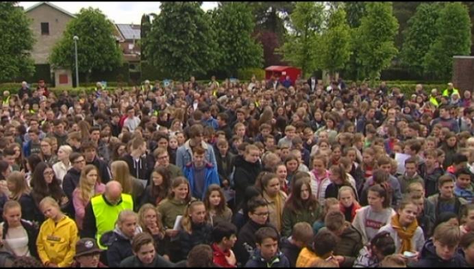 """Menselijke ketting in Hoogstraten: """"Gevangenis mag geen vergeetput zijn"""""""