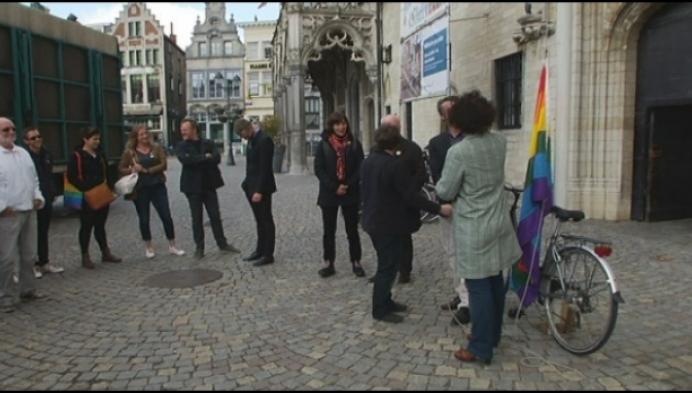 Mechelen hijst regenboogvlag tegen homofobie en transfobie