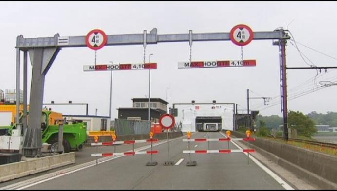 Oude Scheldebrug 2 weken langer dicht na ongevallen