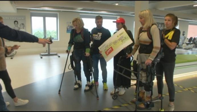 Petjes Wout Van Aert brengen 5000 euro op voor To Walk Again