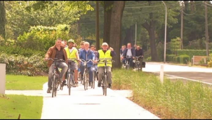 Poppel fietst nieuw en veilig fietspad richting Nederland in