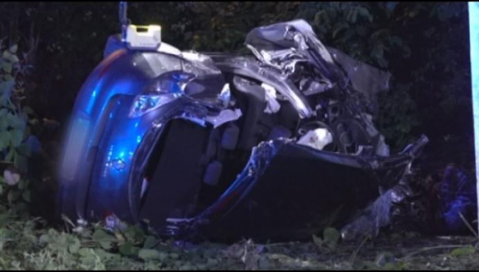 3 zwaargewonden nadat auto van brug tuimelt