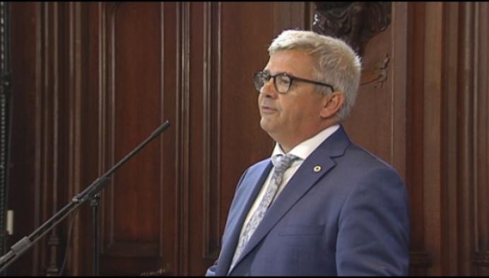 11-juli toespraak loopt af op sisser voor Van Dijck