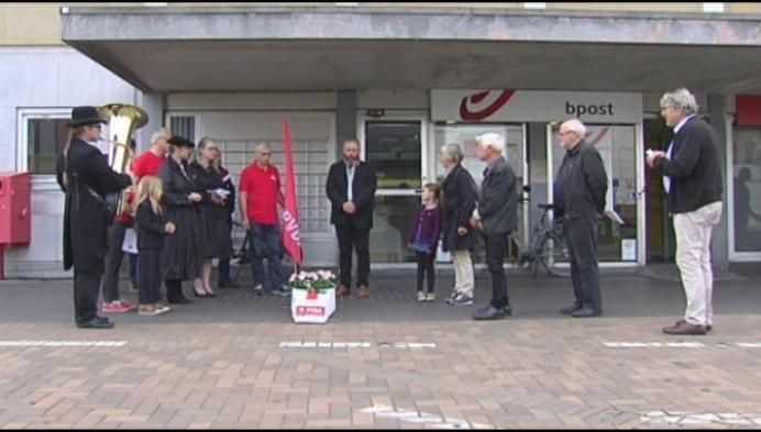PVDA Mechelen voert actie tegen sluiting postkantoor in station
