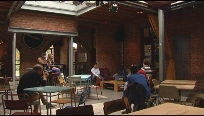 Buitenlandse jongeren maken kennis met jeugdhuis Wollewei