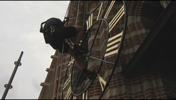Eerste torenuurwerk hangt terug aan Sint-Katherinakerk