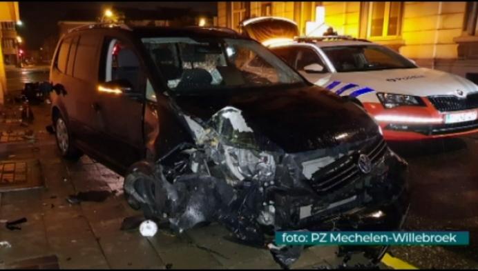Wilde achtervolging eindigt in crash: inzittenden nog steeds spoorloos