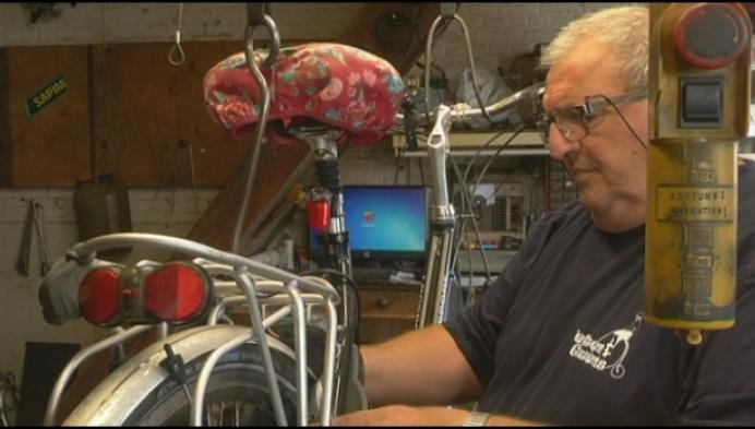 """Heistse fietsenmaker stopt na meer dan 40 jaar: """"Nooit tijd gehad om te fietsen"""""""