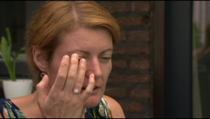 Vrouw uit Turnhout zoekt rookster die sigaret in haar oog stak