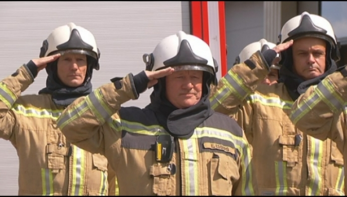 Brandweerkorps Mol houdt minuut stilte voor overleden collega's