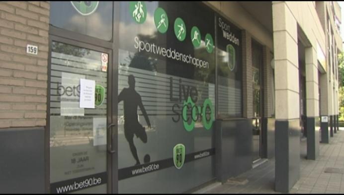 Politie sluit een wedkantoor en een nachtwinkel in Turnhout