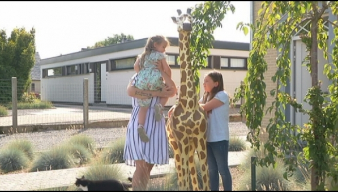 Dief steelt beeld giraf uit tuin van gezin in Meerhout