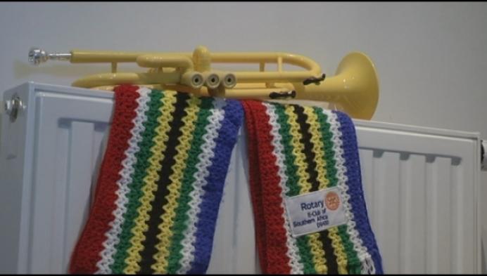 Lierse dirigent schenkt trompetten aan Afrikaanse kinderen