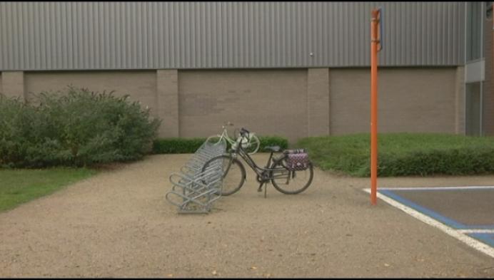 """Groen Kasterlee boos: """"Auto krijgt voorrang op fietser!"""""""
