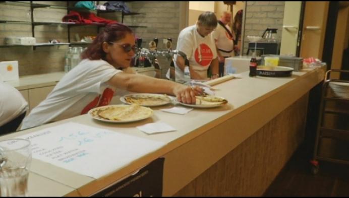 Pannenkoeken eten voor mensen in armoede