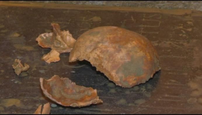 Verrassing: arbeiders ontdekken menselijke resten in kelder van kerk
