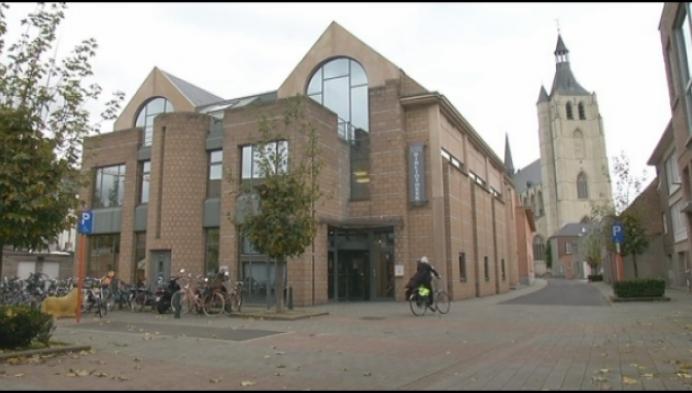 Stad Mechelen zet oude bibliotheek te koop