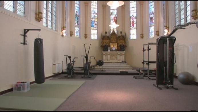 Politiekorps Heist krijgt fitness in kapel