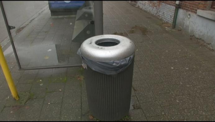 Sluikstorters dumpen huishoudafval in publieke vuilnisbakken