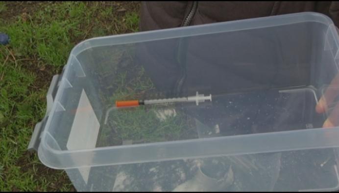 """9-jarige prikt zich aan spuit in park: """"Testen op mogelijke besmetting"""""""
