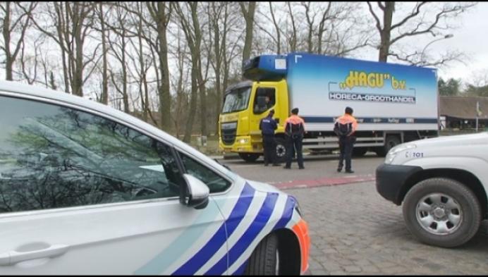 Politie controleert of automobilisten ook echt weg op moeten