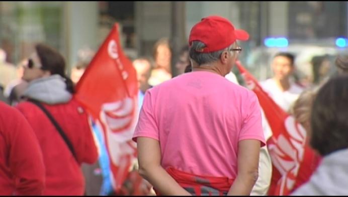 Mechelse socialisten hangen rode vlag uit