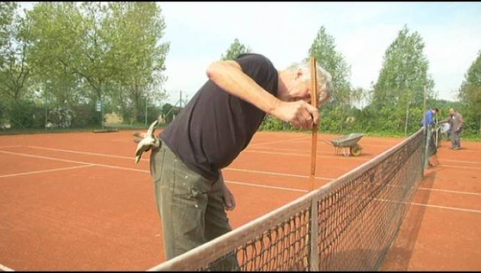 Tennisclubs gaan morgen weer open, maar met strenge regels