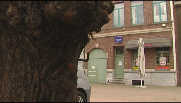 Politie sluit verdoken café in Roemeense buurtwinkel