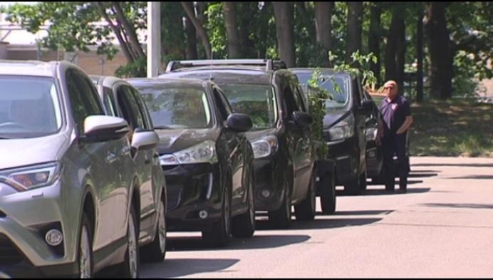 """Wachtrij containerpark blokkeert Turnhoutse carwash: """"Helft minder omzet"""""""