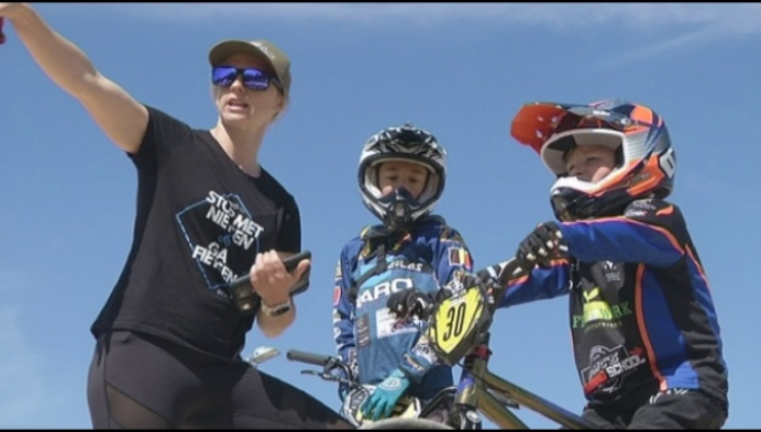 Elke Vanhoof coacht jong BMX-talent
