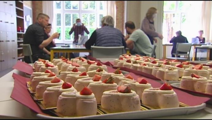240 leraars krijgen hartvormig dessertje