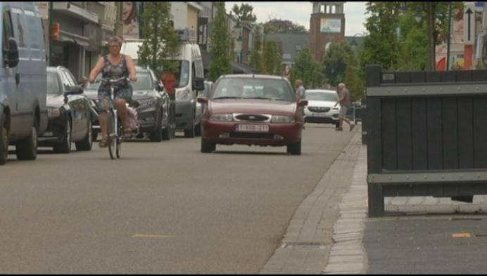 """""""Meer plaats voor voetgangers en terrassen, maar onveilig voor fietsers"""""""