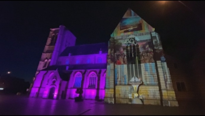 Lichtspektakel op kerk moet Geelse Markt kleur geven