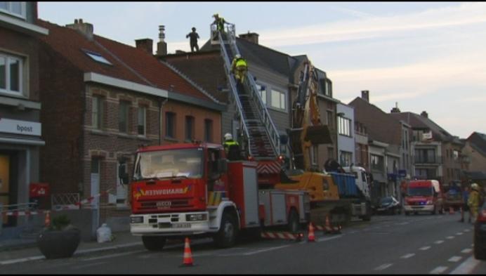Berlaarse Dorpsstraat afgesloten voor vallende muur