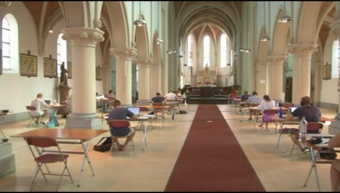 """Studeren in Duffelse kerk: """"Klokken helpen me bij planning"""""""