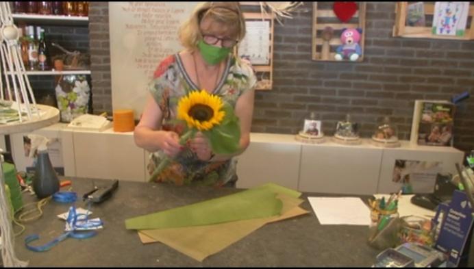 Bloemenzaak geeft boeketjes aan vrouwen met kinderwens