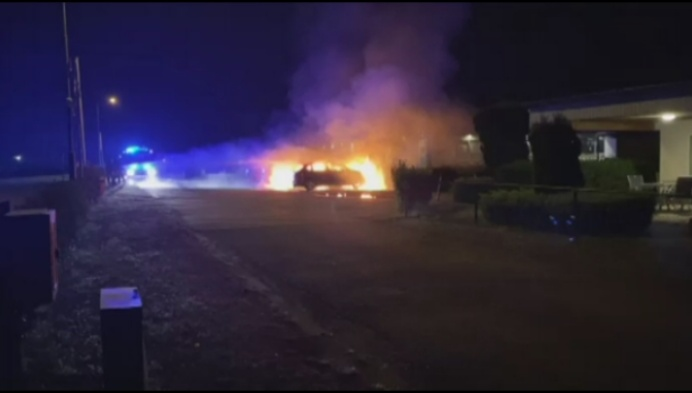 Twee auto's uitgebrand op camping: politie onderzoekt brandstichting