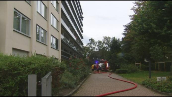 Appartement Bleekstraat onbewoonbaar na hevige brand