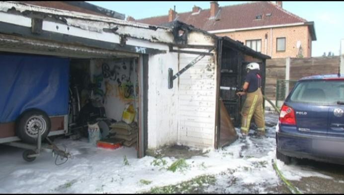 Garage brandt volledig uit in Willebroekse Vakbondstraat