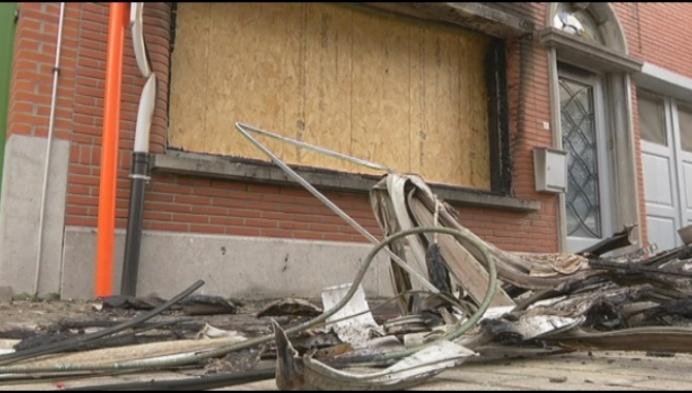 Huis onbewoonbaar door brand: gezin gered door rookalarm