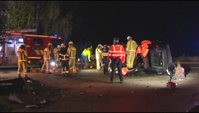 Bestuurder lichgewond na spectaculair ongeval